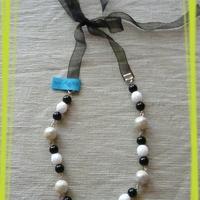 Fekete-fehér nyaklánc