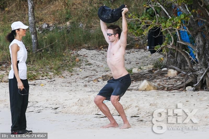 Robert Pattinson kőkemény tengerparti edzése