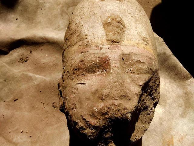 Újabb óriás II.Ramszesz-szobor maradványai kerültek elő