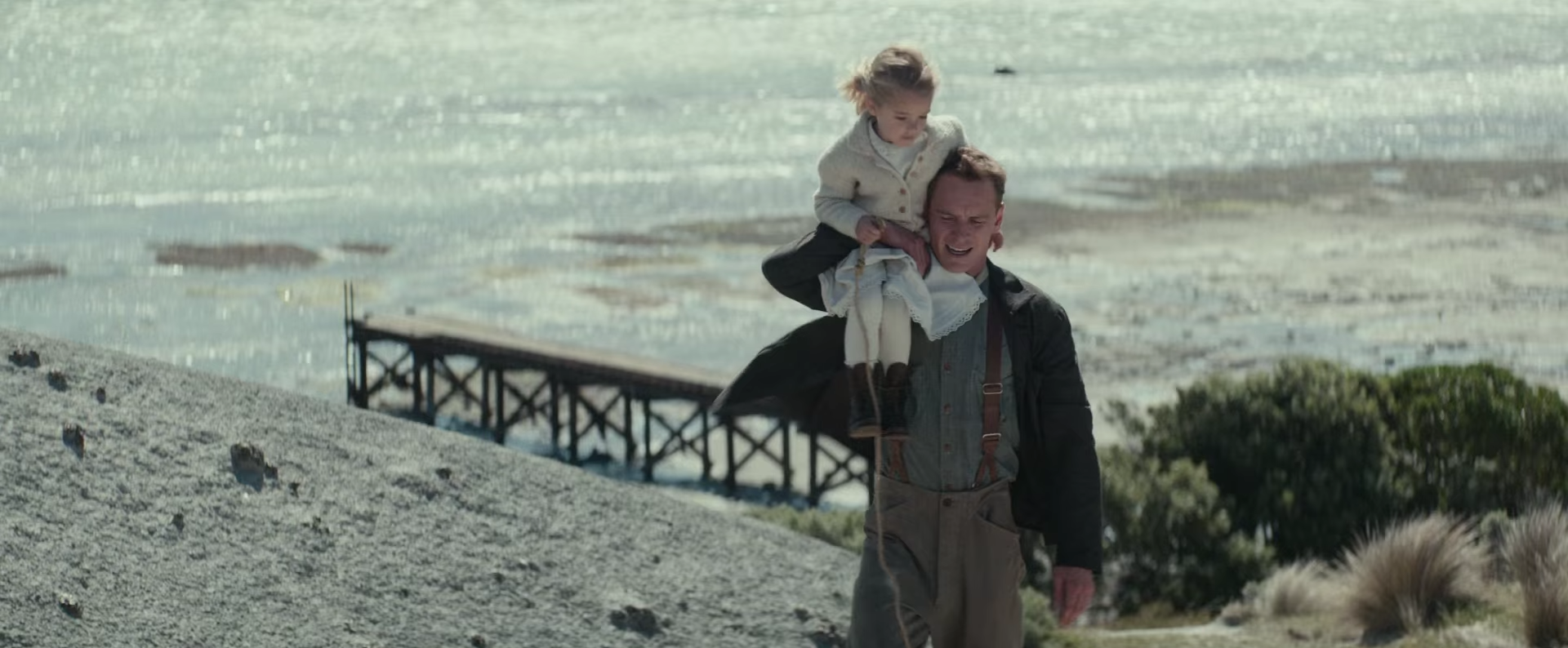 the-light-between-oceans-movie-images-alicia-vikander-michael-fassbender6.png