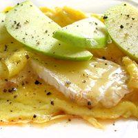 Reggelizzünk!/ 13. – Brie sajtos, almás omlettet