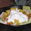Sült ananász és csirke salátaágyon