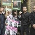 Jude Law és Damon Albarn is harcol a Greenpeace-aktivistákért
