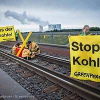 A Vattenfall sötét titkai - Greenpeace aktivisták a szénvonatok előtt