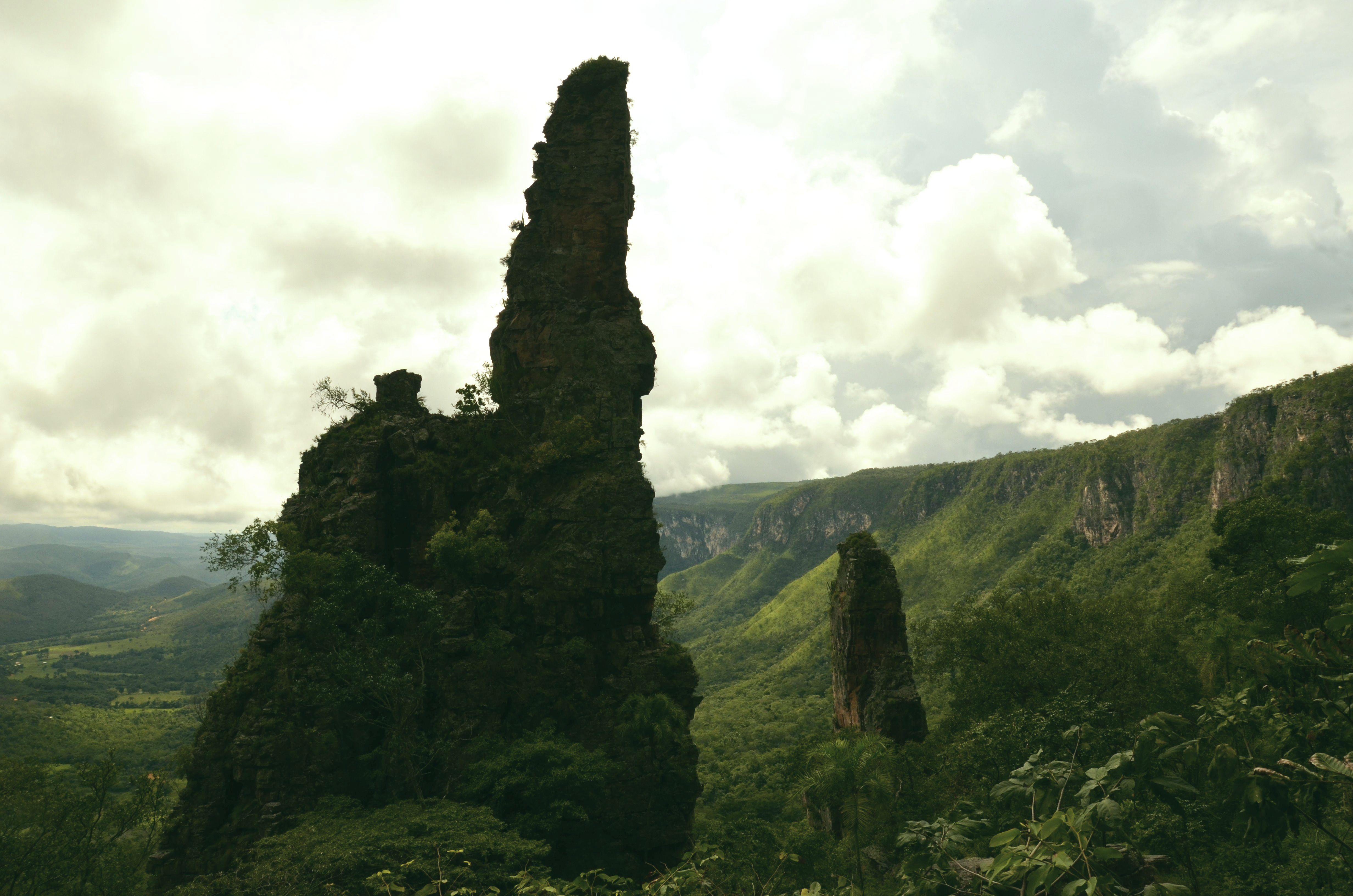 Kiugró sziklák a fennsík előtt