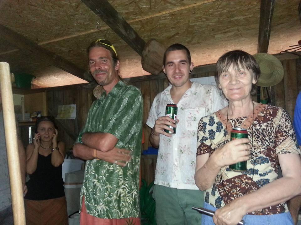 Éneklés előtt vagy után? Megnyitó buli a Grundk3rtben - 2015