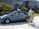 Nem túl szexi, de annál forradalmibb: Google önvezető autó