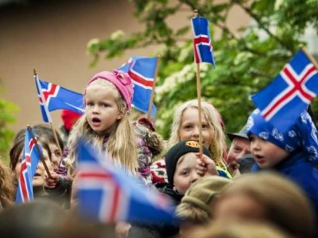Hogyan nőnek fel a gyerekek a manók országában?