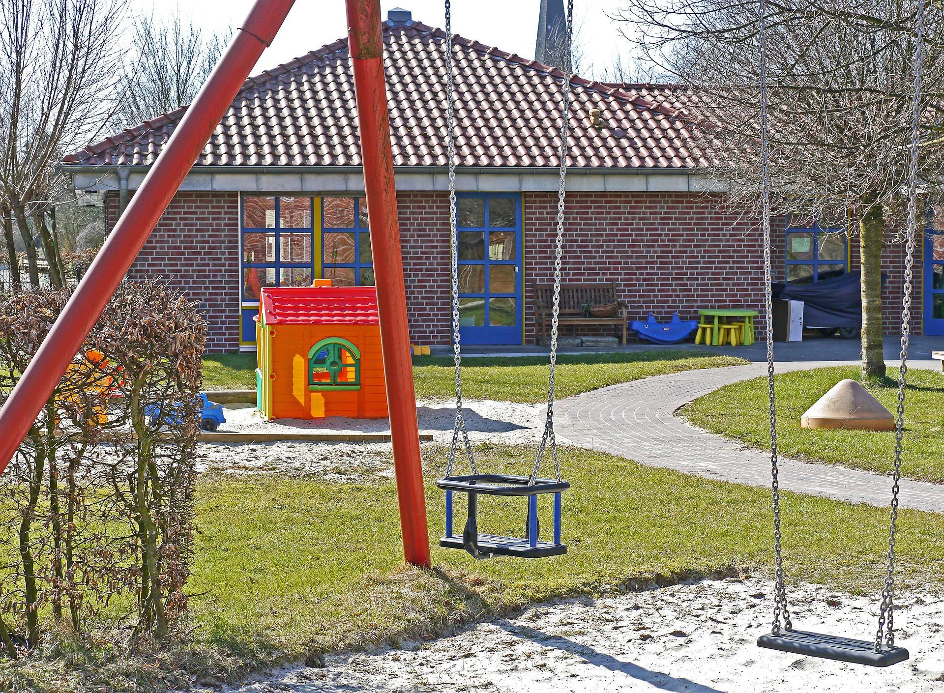 kindergarten-1322559_1920.jpg