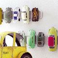 Kiskocsik a falon
