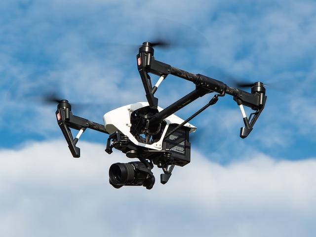 Megorroltak az angol drónozók a HMS Queen Elizabeth felett repkedő amatőr csoportra
