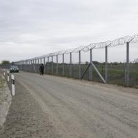 Hihetetlen a déli határt védő második kerítés költsége
