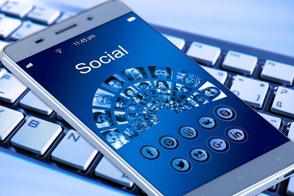 mobile-phone-1917737_960_720.jpg