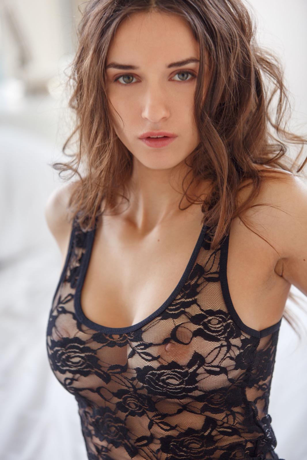 Gloria Sol erotikus fotózása (+18)