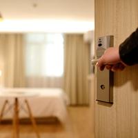 """Nem járnak jól az albérlők a jövő évi költségvetéssel   –  A Habitat for Humanity állásfoglalása az """"Airbnb törvényjavaslatról"""""""