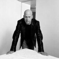 Miért fukarkodik Bruce Willis a szavakkal az interjúk során?