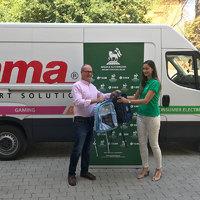 Iskolatáskákat adományozott a Hama