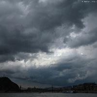 Sötét fellegek a Duna felett