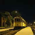 Éjszakai villamosszállítás vasúton át