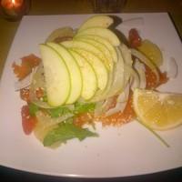 Tonhal saláta almával, grapefruittal és gránátalmával