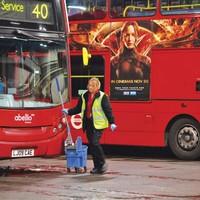 Egy angliai buszgarázs mindennapjai