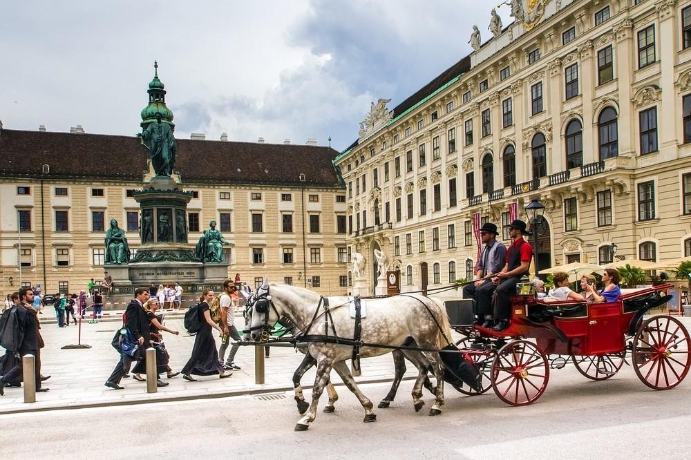 ausztria_becs_lovaskocsi_foto_pixabay_com_domeckopol.jpg