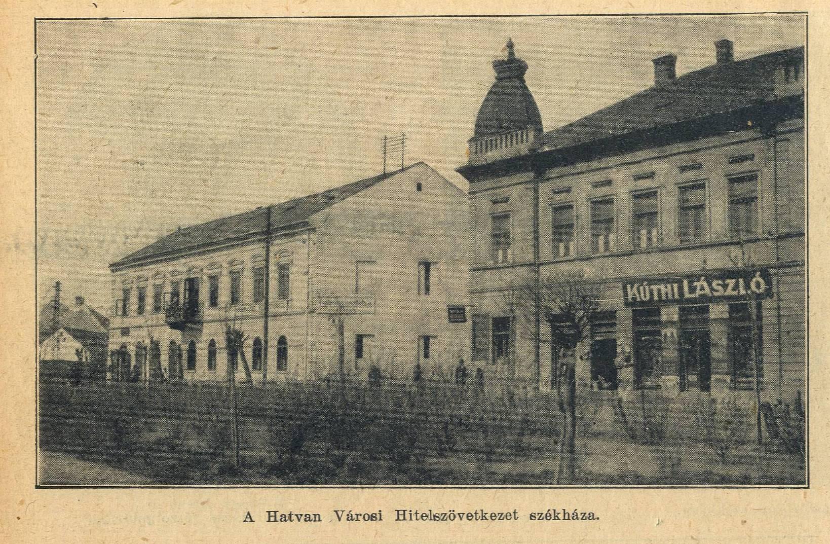 A Hatvani Hitelszövetkezet épülete (balra). Hej, az a régi szép erkély…