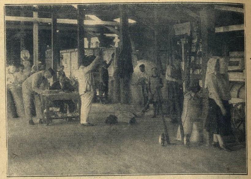 Magtisztítás a két világháború között messze földön híres Hatvani Magnemesítő Rt. épületében, amely a Hatvany-birtok nagyteleki uradalmában működött.