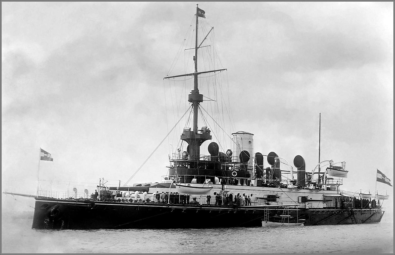 Az SMS Wien hadihajó egy évvel szolgálatba állítása után (1898)<br />(forrás: i.imgur.com/iuOyQCr.jpg)