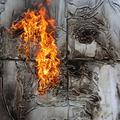 Portréfestés Molotov-koktéllal