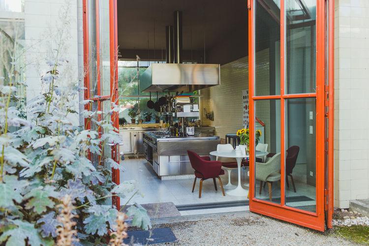 freunde-von-freunden-juerg-judin-gas-station-home-kitchen.jpg
