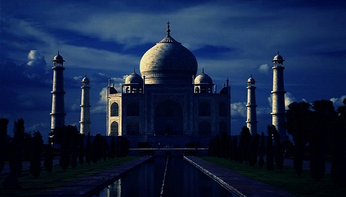 visit-taj-mahal-by-moonlight-readyclickandgo.jpg
