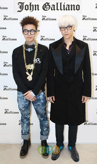 Photo of Choi Seung-Hyun & his friend musician  G-Dragon - Big Bang