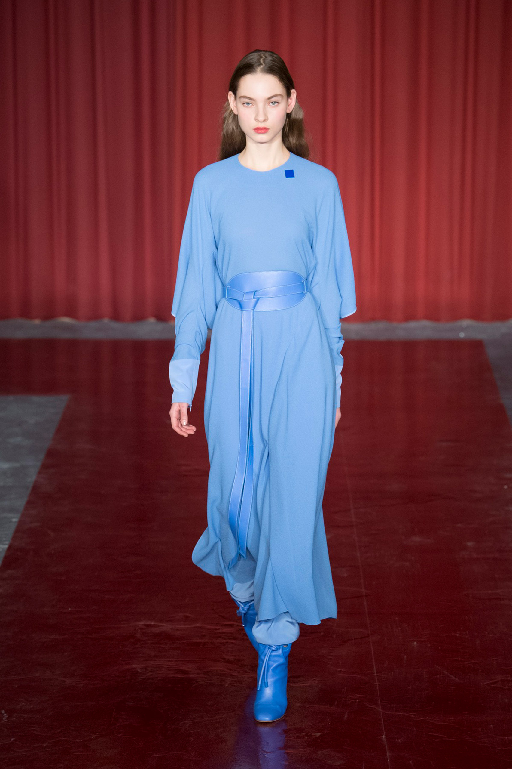 richard-nicoll-pantone-blue-london-fashion-week_dezeen_1704_col_1.jpg