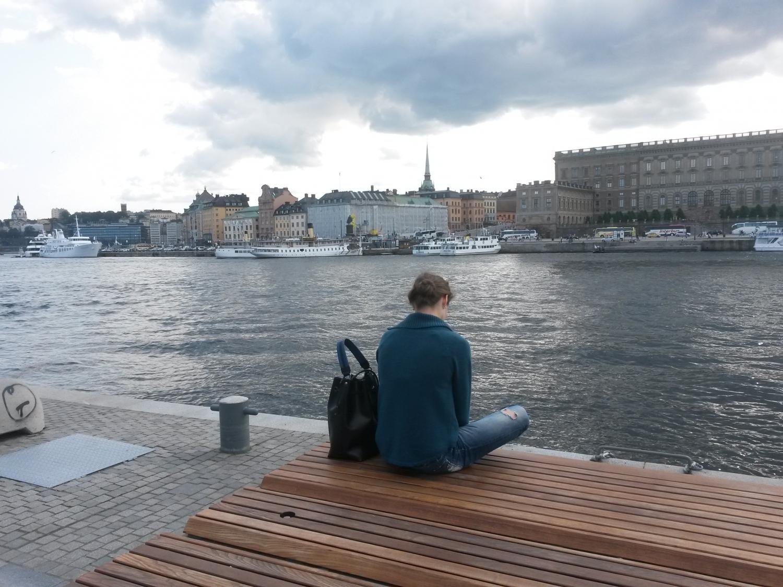 Magányos hölgy Stockholm belvárosában. (2015. nyár) - (Fotó: Szabó Vivien)