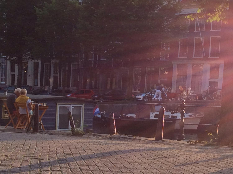 Amszterdam csodája: részben egy nyüzsgő nagyváros, de a főutcáról letérve kiváló helyet kínál pihenésre és romantikára! - (Fotó: Békési Barbara)