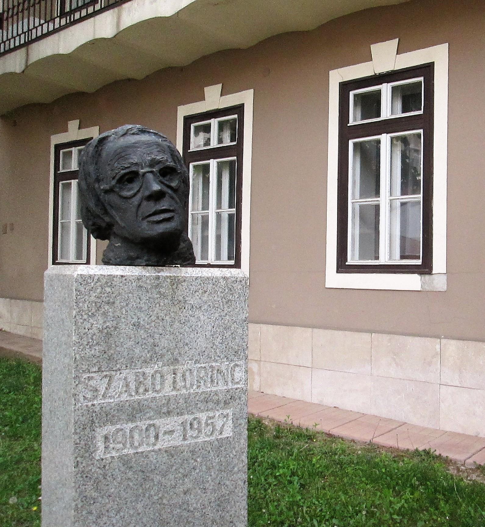 szabo_lorinc_szobra_ks.JPG