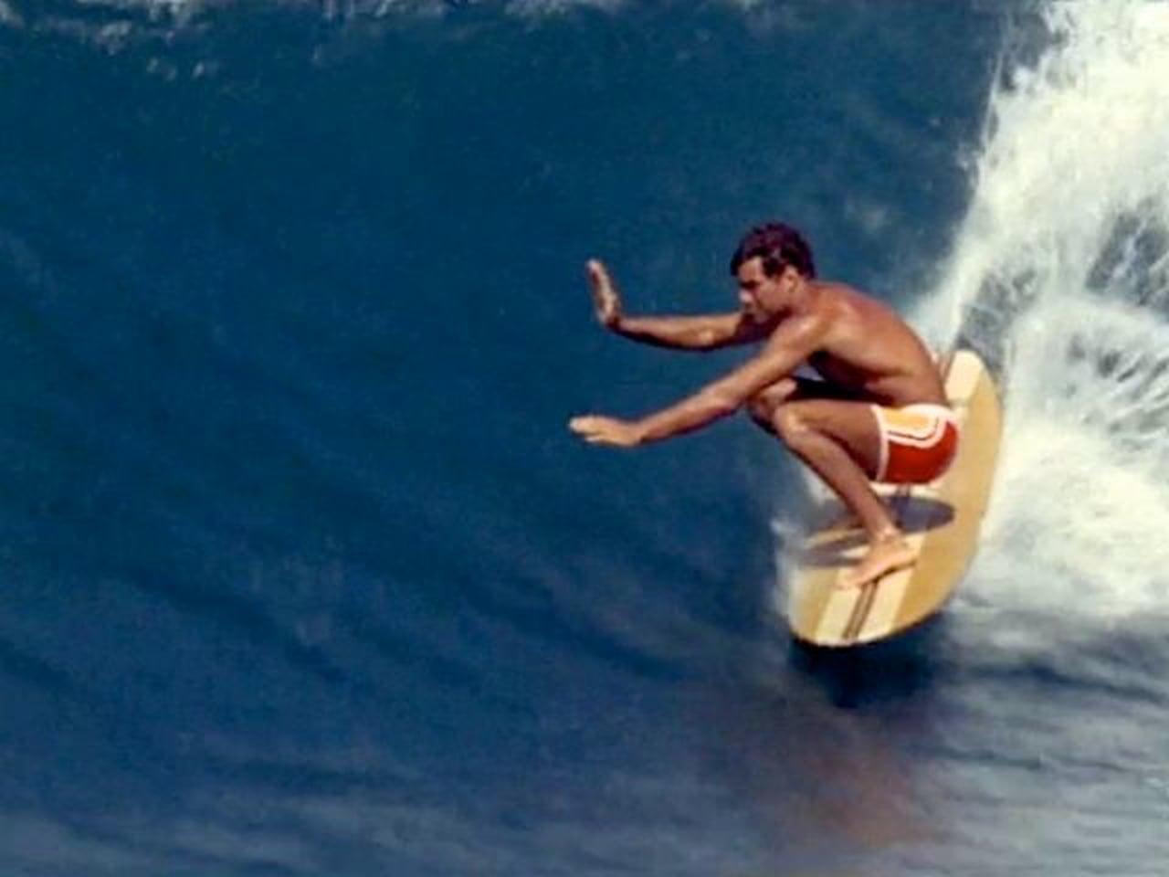 Miki, Amerikában csak Mickey, a hawaii North Shore hullámait lovagolva (Fotó: vimeo.com)