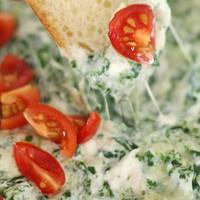 Meleg spenótos-sajtos mártogatós