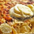 Csőben sült fokhagymás-sajtos krumpli