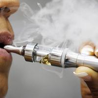 Rengeteg a toxikus fém az e-cigaretta másodlagos füstjében