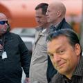 Orbán: Sikerült lefotózkodnom Bruce Willissel!