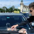 Taxislassító tüntetést tartottak az utasok