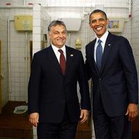 A nap képe: Obama és Orbán, avagy a vécékaland