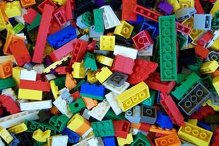Önmagát is szétszedte a LEGO-őrült kamasz