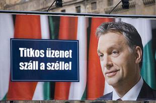 Az EP-választás után is maradnak az Orbán-plakátok