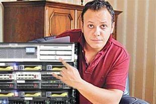 Botrány! Damu Roland miatt állt le a Telenor hálózata!