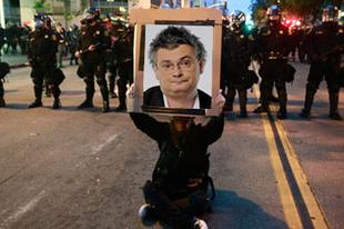 Leállították a Marslakókat: tiltakozások világszerte