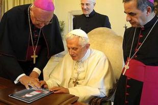 Ministráns simogató appot avatott a pápa