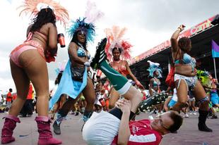 A nap képe: Szóvivői jelenlét a karneválon